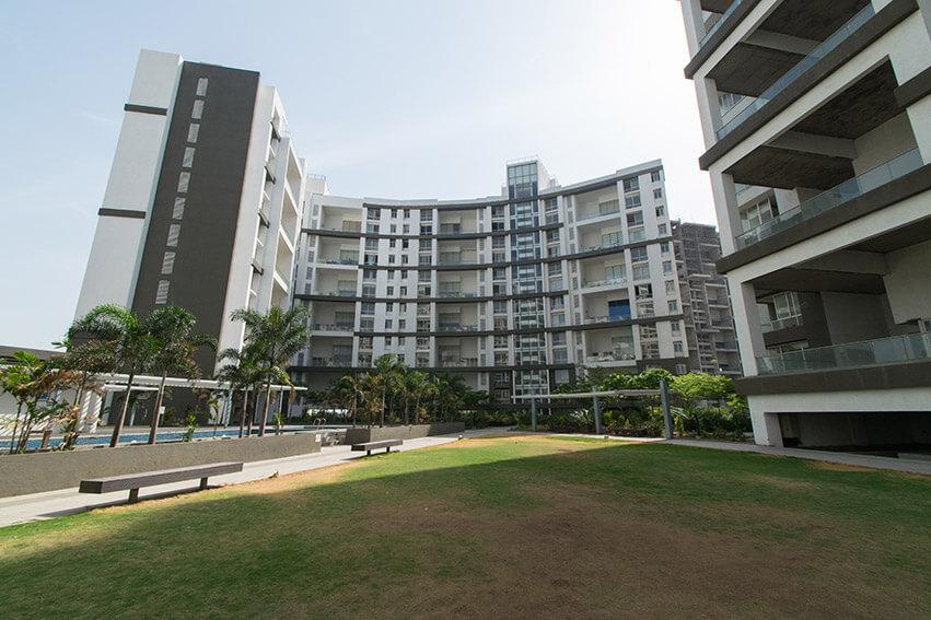 Central Lawn, D & E Building