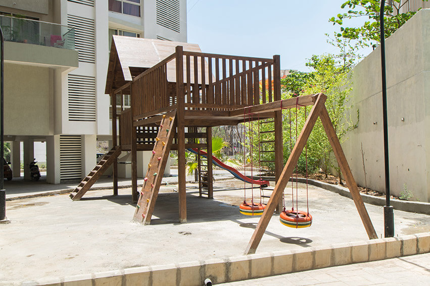 Children's Play Area and Tree House