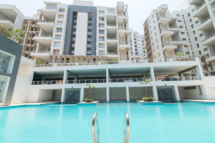 Swimming Pool & Parking